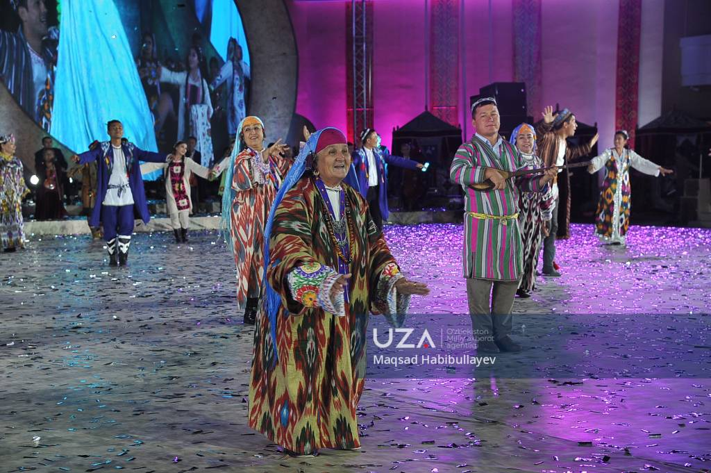 Nukus shahrida II xalqaro baxshichilik san'ati festivali g'oliblarini taqdirlashga bag'ishlangan tantanali tadbirdan FOTOREPORTAJ